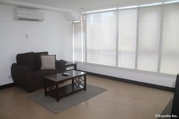 F1 Suites At Fort Palm Spring Taguig Living Room