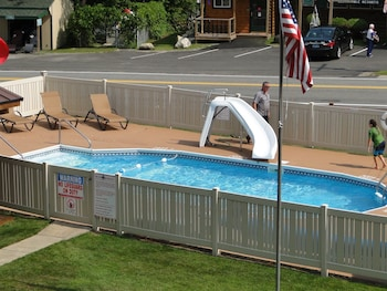 Alpine Country Inn and Suites in Wilmington, New York