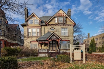 Manderley Bed and Breakfast in Milwaukee, Wisconsin