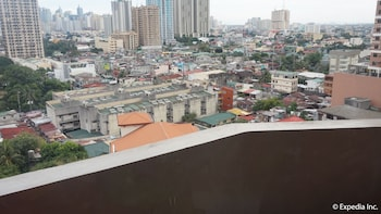 Manila Bay Serviced Apartments Guestroom View