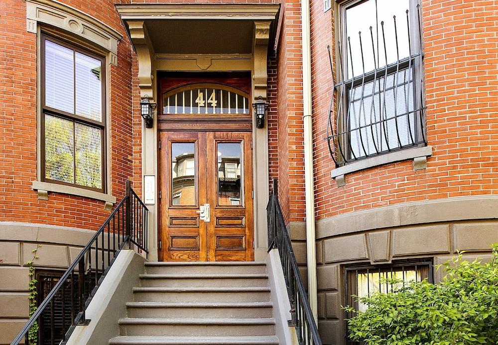 Concord Square Suites by Short Term Rentals Boston