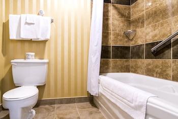 Sinbad's Hotel & Suites - Bathroom Shower  - #0