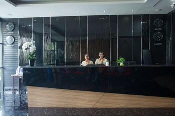 Golden Tulip Essential Pattaya - Interior Entrance  - #0