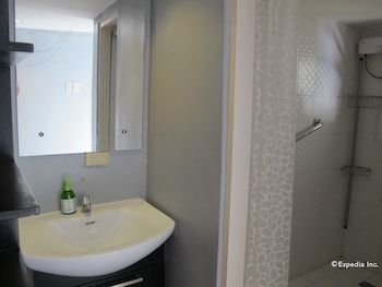 Ethos Bloc Serviced Apartments Cebu Bathroom