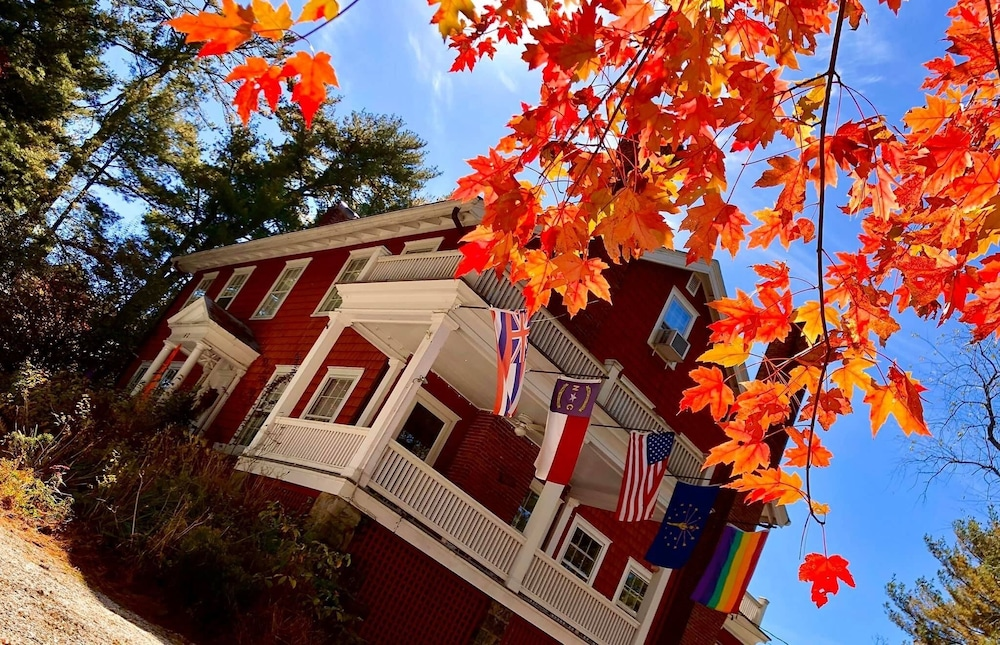 The Applewood Manor