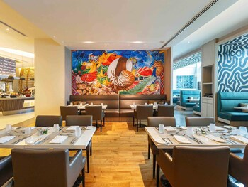 Novotel Hotel Araneta Center Restaurant