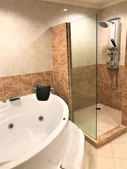 Savannah Resort Hotel Pampanga Bathroom Shower