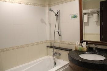 Savannah Resort Hotel Pampanga Deep Soaking Bathtub