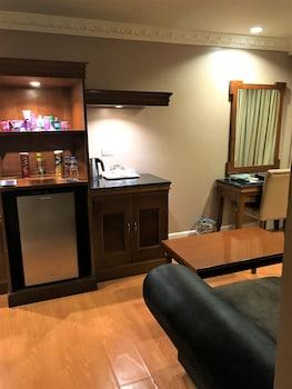 Savannah Resort Hotel Pampanga Living Room