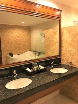 Savannah Resort Hotel Pampanga Bathroom Sink