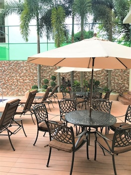 Savannah Resort Hotel Pampanga Outdoor Pool
