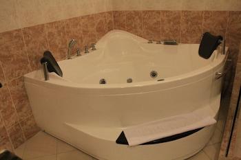 Savannah Resort Hotel Pampanga Jetted Tub