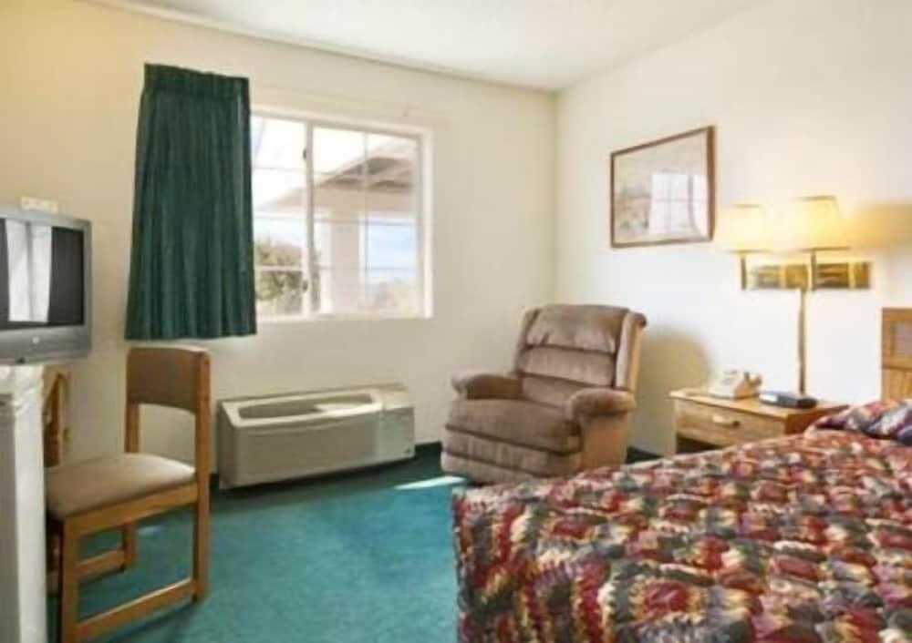 Westwood Inn & Suites