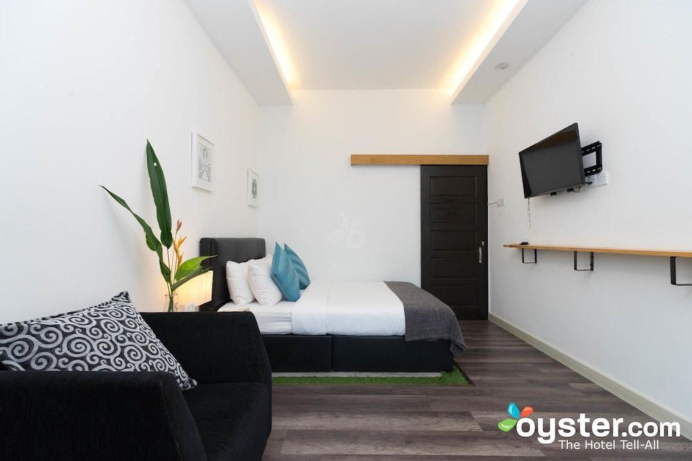 Roomies Boutique Bed & Breakfast - Hostel