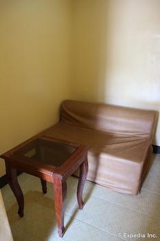 Tres Pension Palawan Living Room