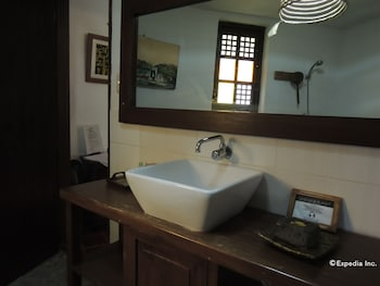 Bunzie's Cove Cebu Bathroom Sink