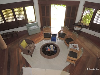 Bunzie's Cove Cebu Living Area
