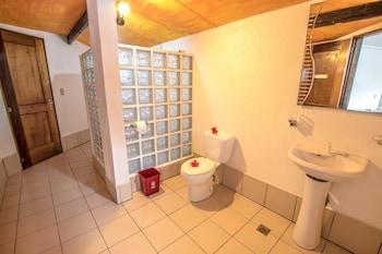 Bamboo Bungalows Boracay Bathroom