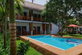 Scent Of Green Papaya Resort Bohol Outdoor Spa Tub