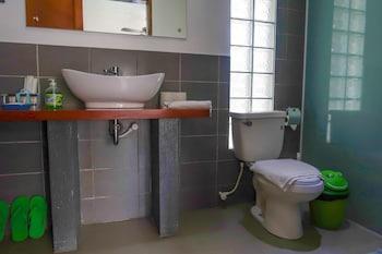 Scent Of Green Papaya Resort Bohol Bathroom