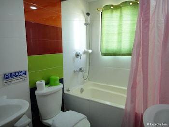 Hotel America Clark Bathroom