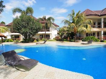 Vida Homes Condo Resort Dumaguete Pool