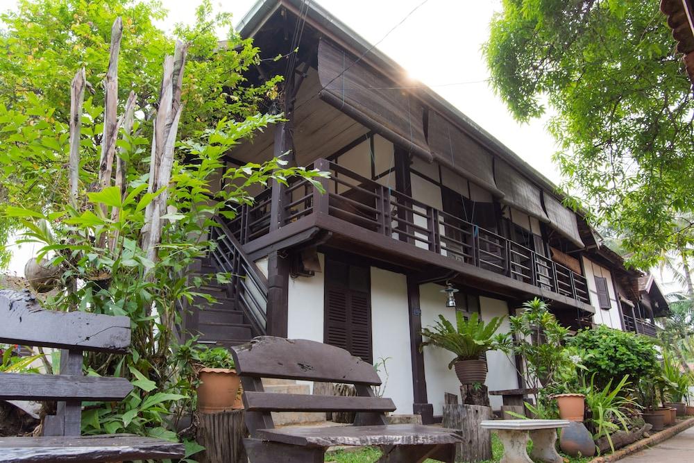 Villa Lao Traditional House Hotel