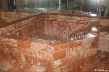 Halina Drive Inn Hotel Pasay Jetted Tub
