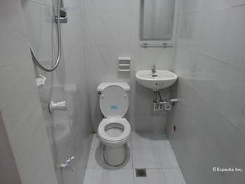 Lakbayan Manila Bathroom