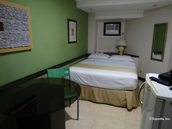 Ralph Anthony Suites Manila Guestroom