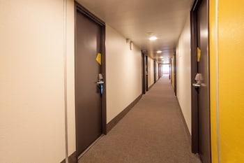 B&B Hôtel VALENCIENNES - Hallway  - #0