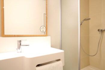 B&B Hôtel MONTPELLIER Centre Le Millénaire - Bathroom  - #0