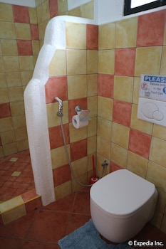 Jayjay's Club Boracay Bathroom