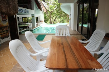 Jayjay's Club Boracay Lobby Sitting Area