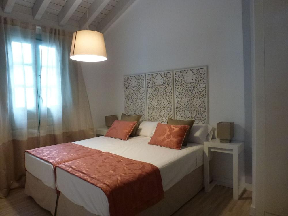 Palacio Cabrera-Lillo Apartamentos
