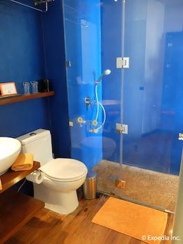 Watercolors Boracay Dive Resort Bathroom