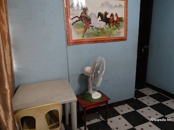 Quoyas Inn Davao Living Area