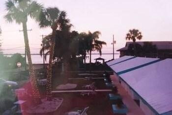 Tropical Bay Inn Motel