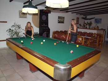 Sandy's Studios Apartments & Log Villas - Billiards  - #0