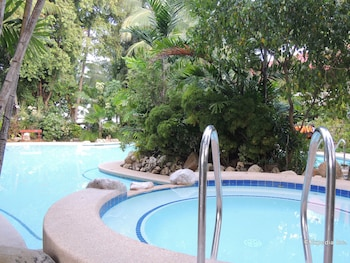 Elsalvador Beach Resort Cebu Outdoor Spa Tub