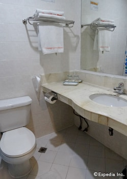 Orange Grove Hotel Davao Bathroom