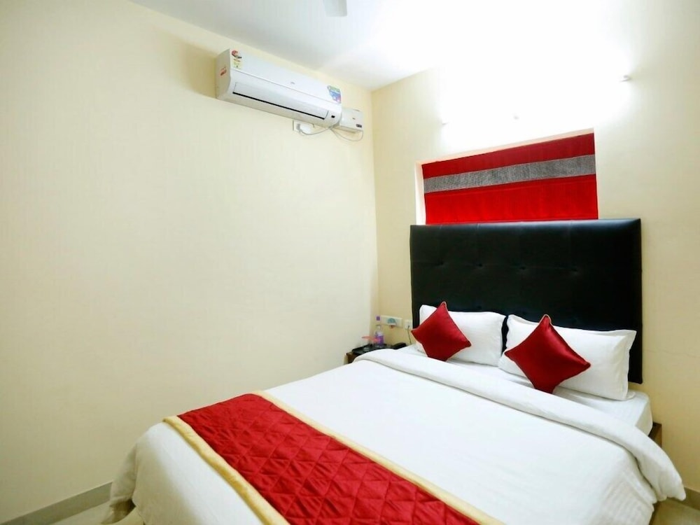 OYO 491 Apartment Hotel Namo Suites