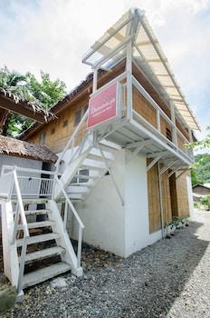 Dormitels Boracay Hotel Front
