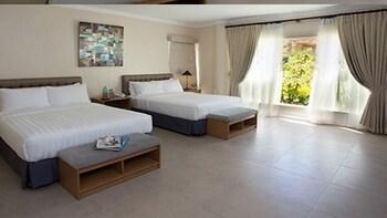 Chateau By The Sea Cebu Guestroom