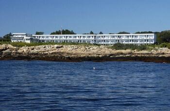 Atlantis Oceanfront Inn in Gloucester, Massachusetts