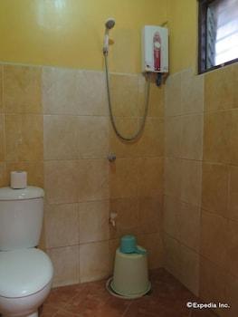 Rosanna's Pension EL Nido Bathroom