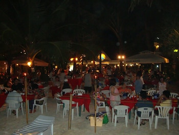 Deparis Beach Resort Boracay Buffet