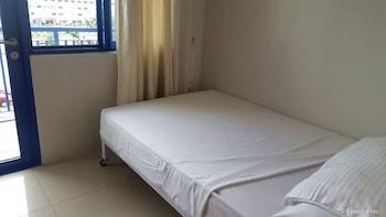 Iecasa Sea Residences Manila Guestroom