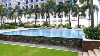 Iecasa Sea Residences Manila Outdoor Pool