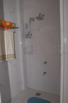 Voda Krasna Beach Resort Cebu Bathroom